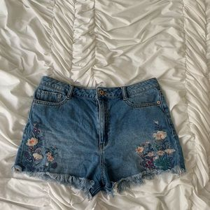 denim shorts with floral detail